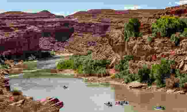 Canoeing down Utah's San Juan River (Shutterstock)