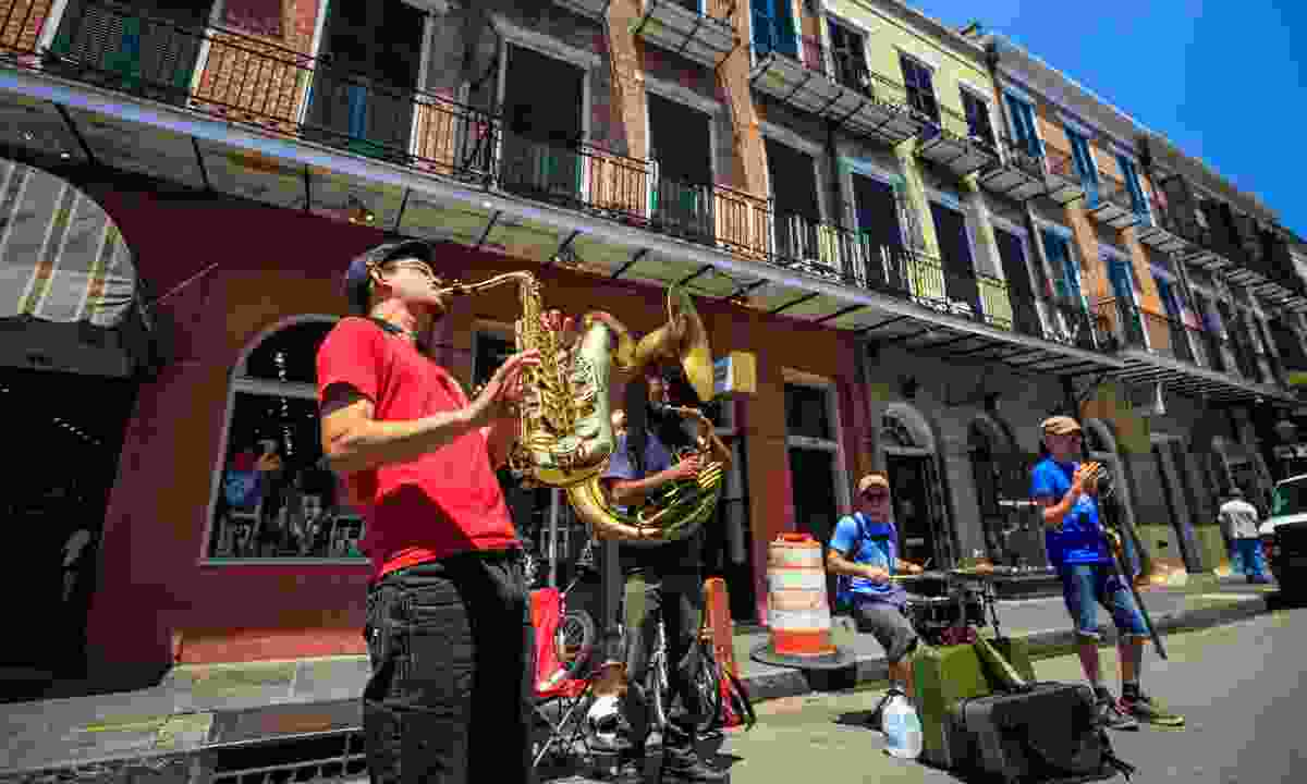 Jazz band playing on Bourbon Street (Dreamstime)