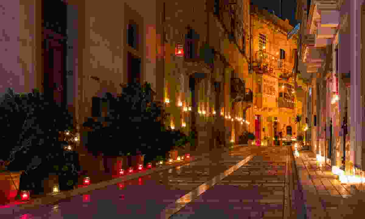 Birgu by candlelight during Birgu Fest (Shutterstock)