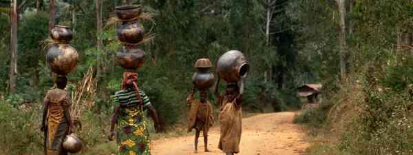 Burundi, Samburu women with traditional jewelery(dreamstime.com)