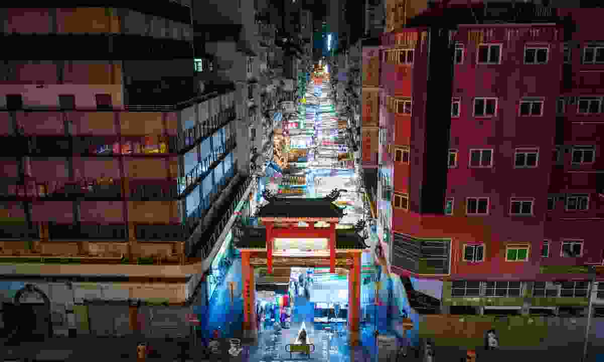 The glowing Temple Street Night Market (Dreamstime)