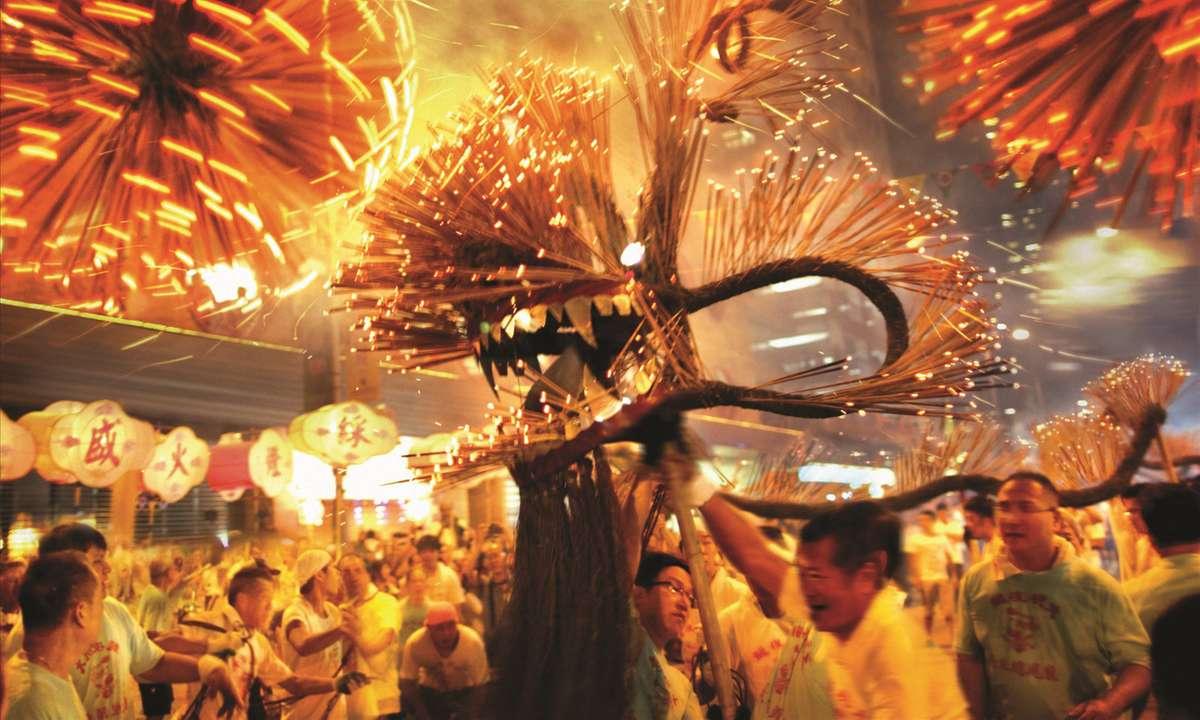 Tai Hang Dragon Dance (Hong Kong Tourism Board)