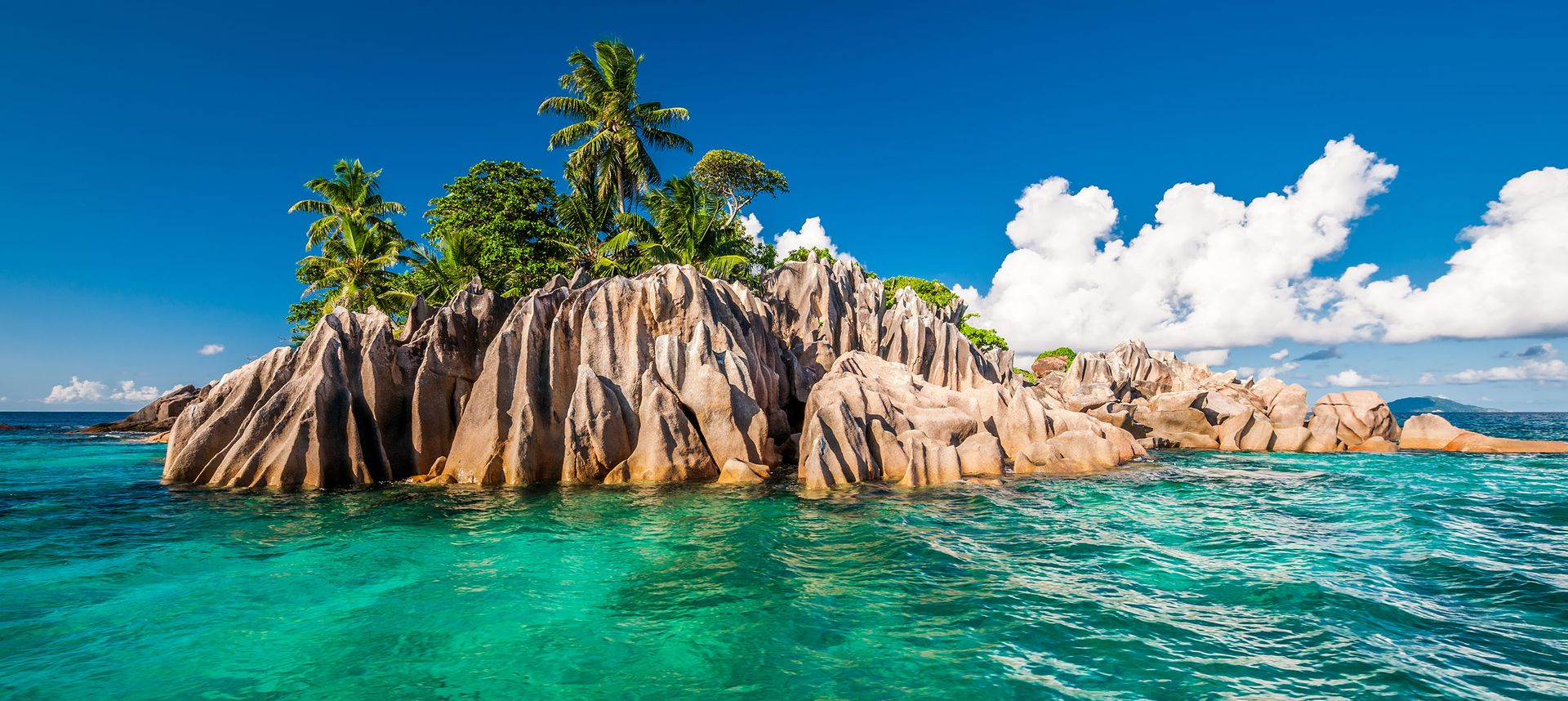Guide to the best beaches and islands in the world (Shutterstock)