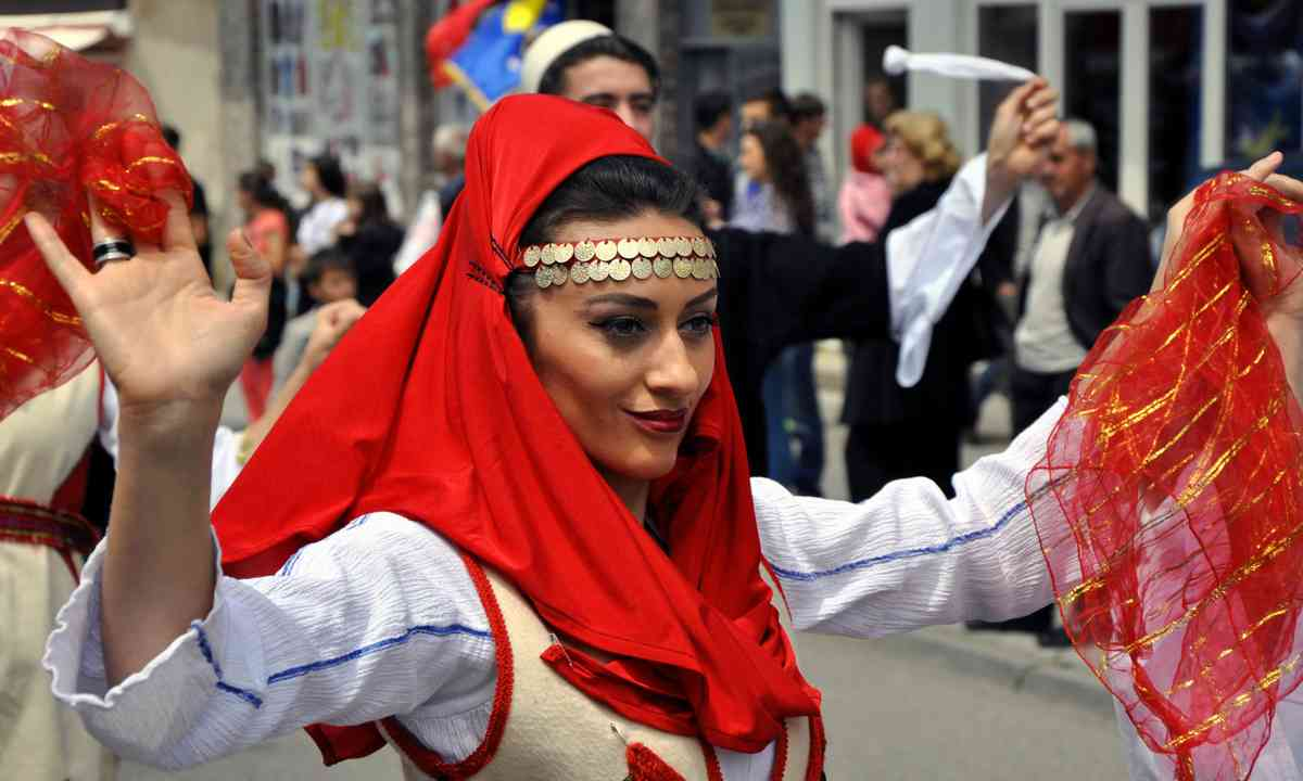 Girl in traditional costume in Prizren (Dreamstime)