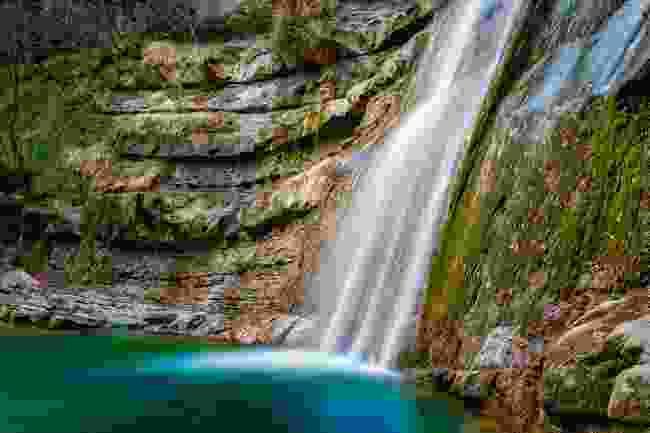 Waterfall on the La Vie di Dante route (Shutterstock)