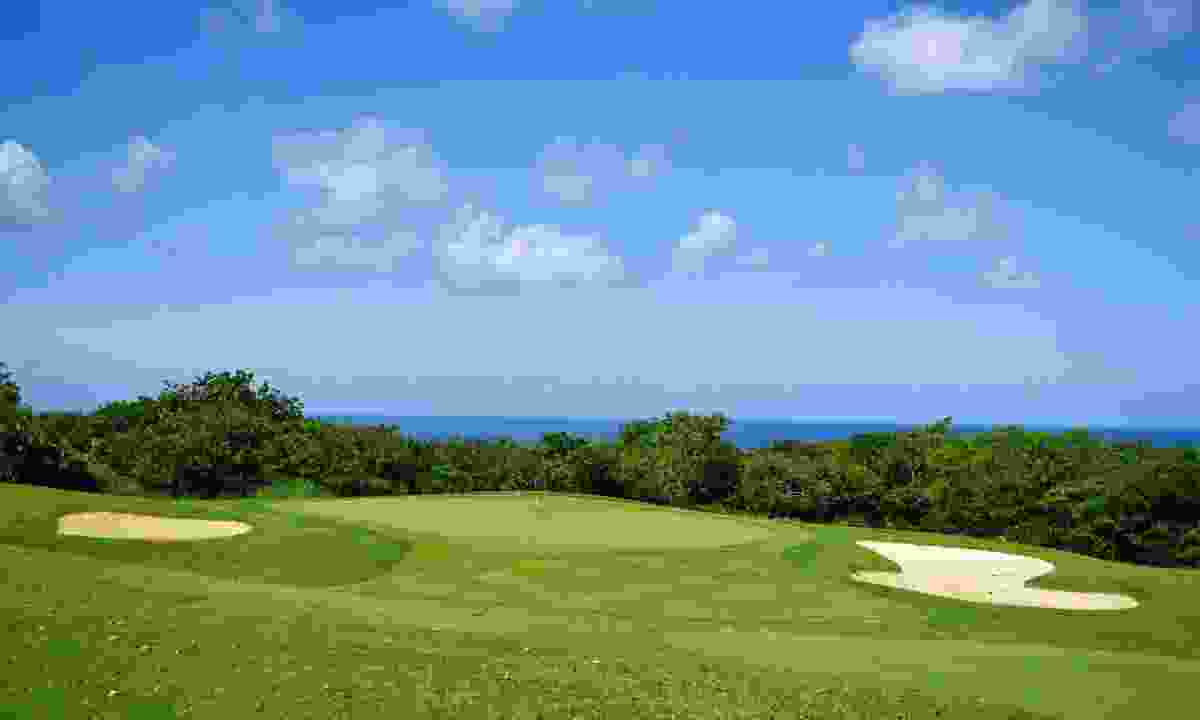 One of Barbados' many scenic golf courses (Shutterstock)