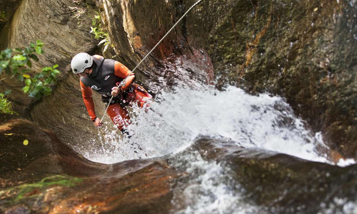 Canyoning in Pallars Ruler (Oriol Clavera)