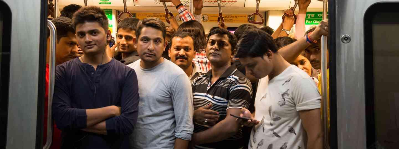 A crowded commuter train in Dehli (Dreamstime)