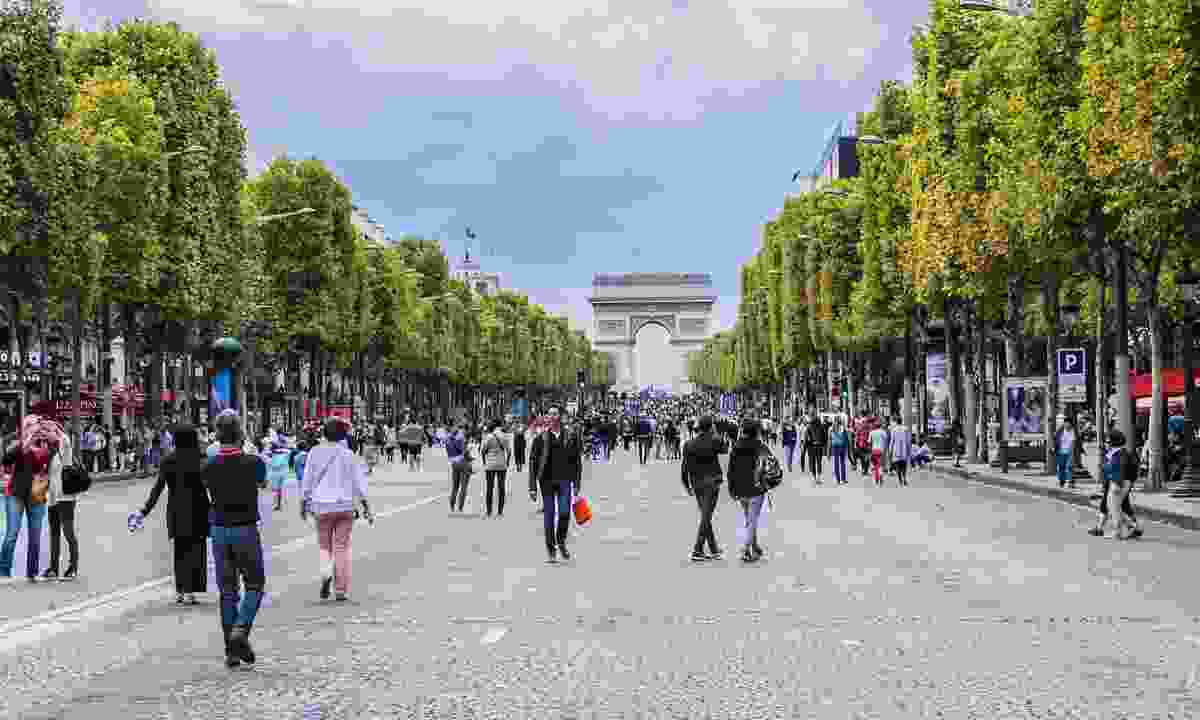 The Champs-Élysées, closed to traffic Dreamstime)