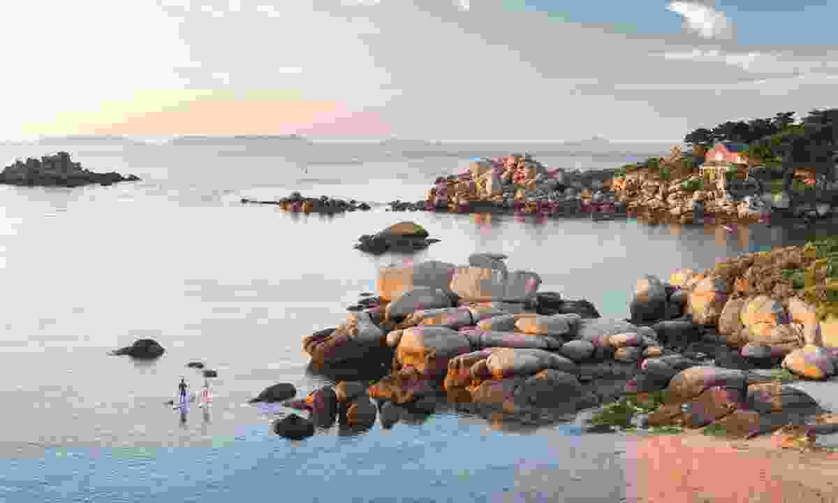 Pink Granite Coast (Emmanuel Berthier)