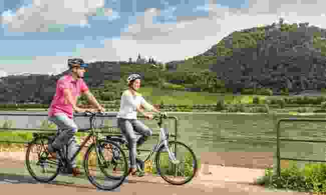 Cycling along the Rhine (Tourismus NRW, Dominik Ketz)