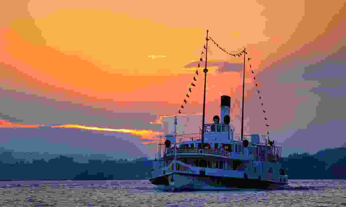 A boat on lake Lucerne at sunset (Lucerne Tourism Board)