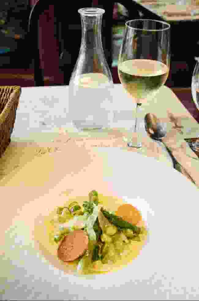 Dining at La Closerie des Lilas (Phoebe Smith)