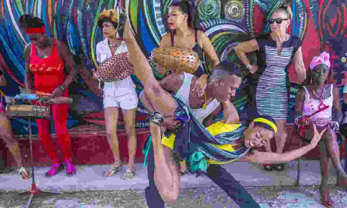 Street dancers, Cuba (Dreamstime)