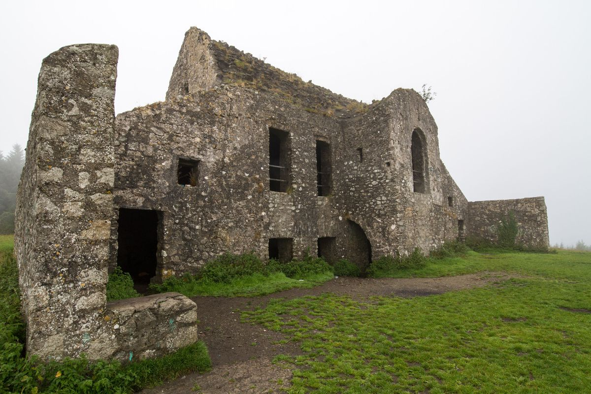 "10 ""Top Horror Or Haunted Places In The World The ruin of former hunting lodge Hell Fire Club, atop Montpelier Hill in Dublin, Ireland (Shutterstock)"