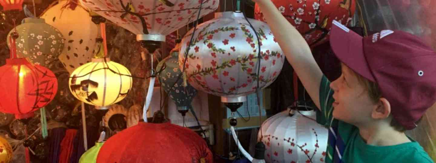 Choosing a lantern in Hoi An (Globalmouse)