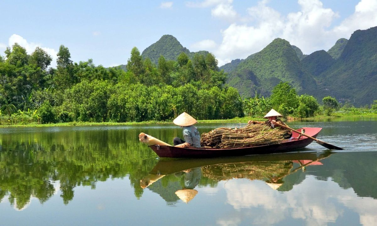 Boat on the Mekong River (Dreamstime)