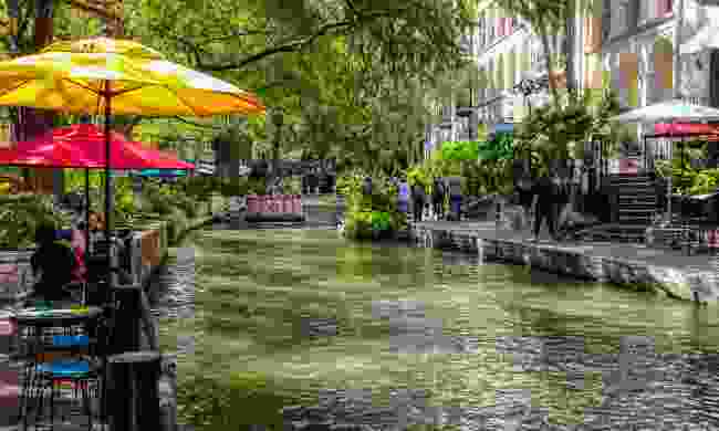 The River Walk (Visit San Antonio)