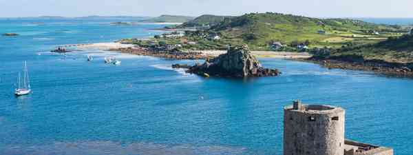 Cromwell castle, Tresco and Bryhmer, Isles of Scilly (Shutterstock)