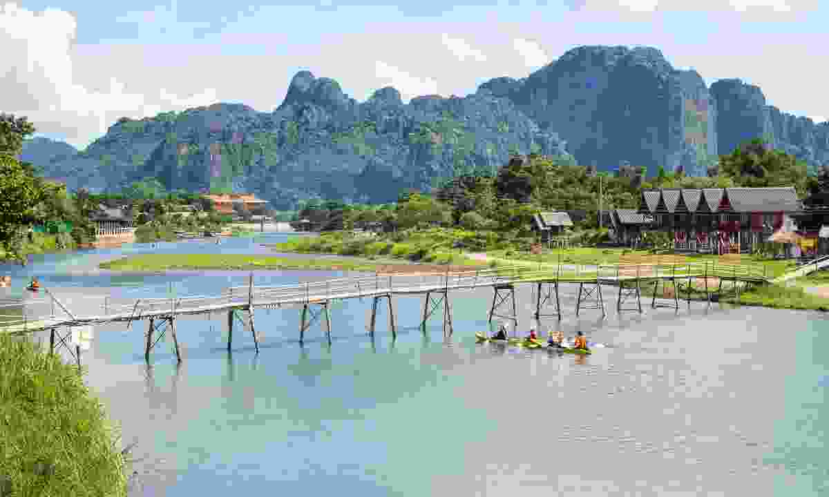 Kayaking down the Nam Song River (Shutterstock)