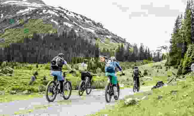Enjoy biking over the mountains  (TVB St. Anton am Arlberg, Patrick Bätz)