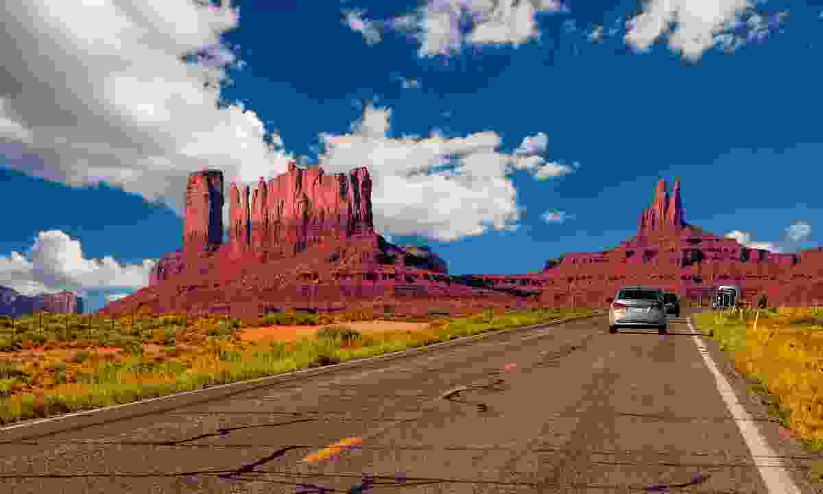 Highway in Monument Valley, Utah / Arizona, USA (Dreamstime)