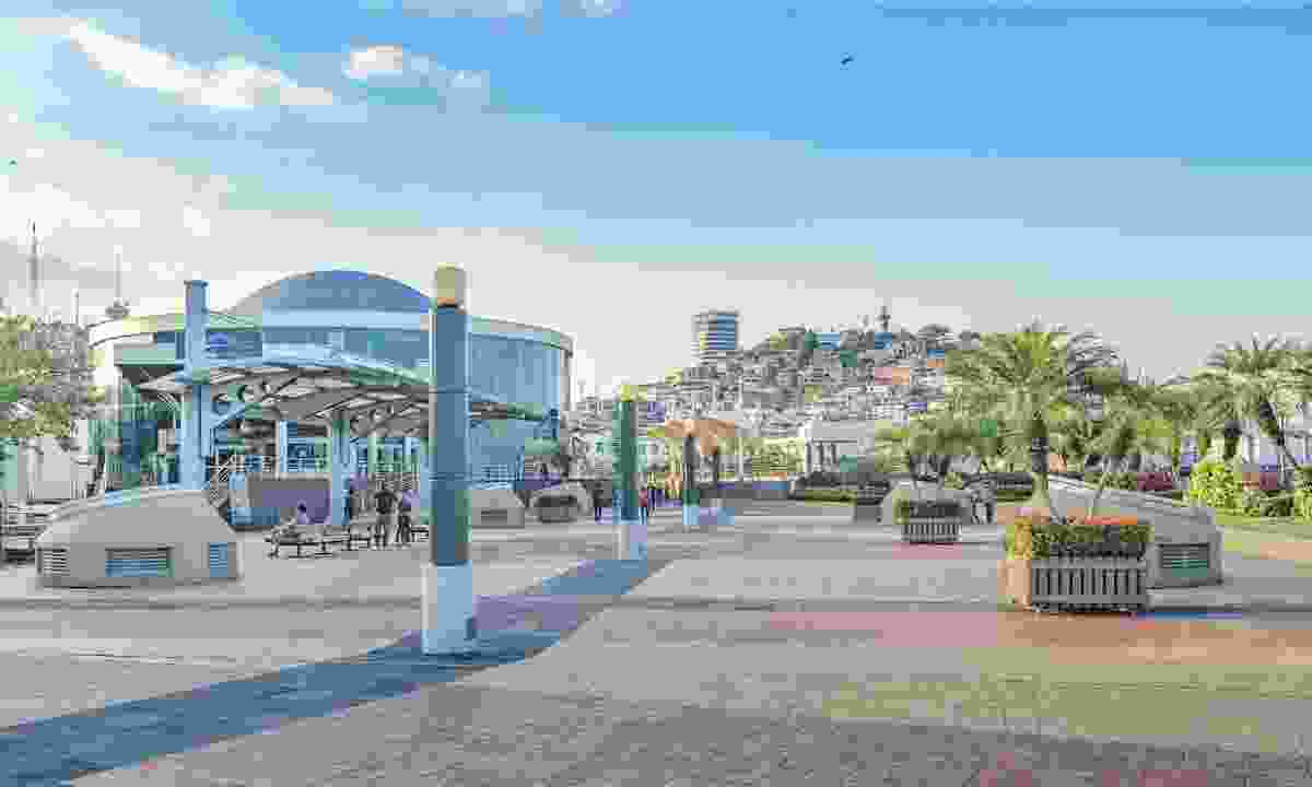 Urban day scene at Malecón 2000 in Guayaquil (Dreamstime)