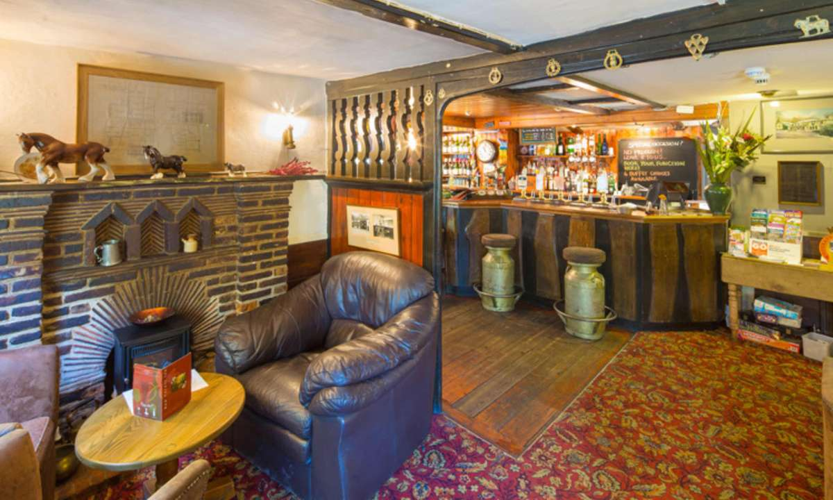 The bar and seating area (The New Forest Inn)