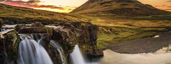 One of Icelands estimated 10,000 waterfalls (Mark Stratton)