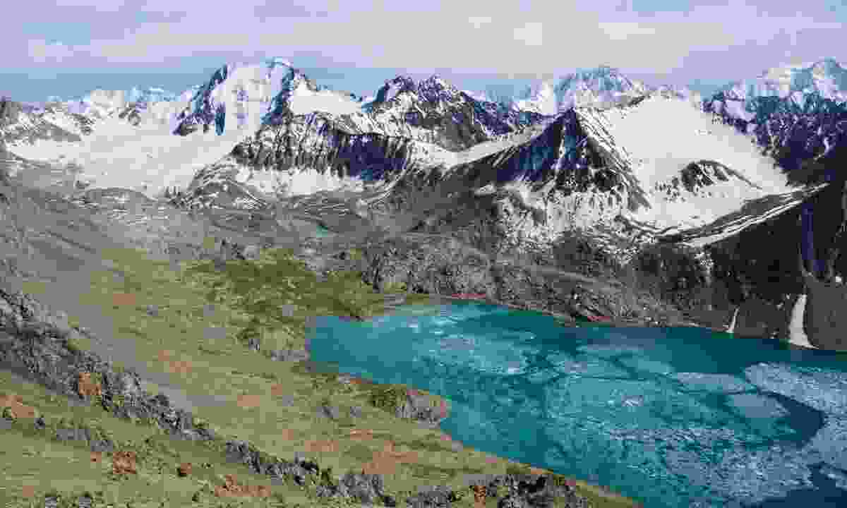 Mountain view near Alakul Lake, Karakol (Shutterstock)