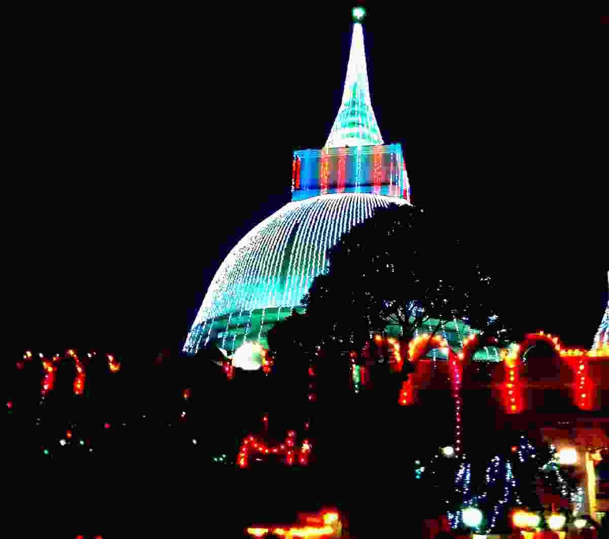 Kalutara Stupa on illuminated Vesak Poya Day (Dreamstime)