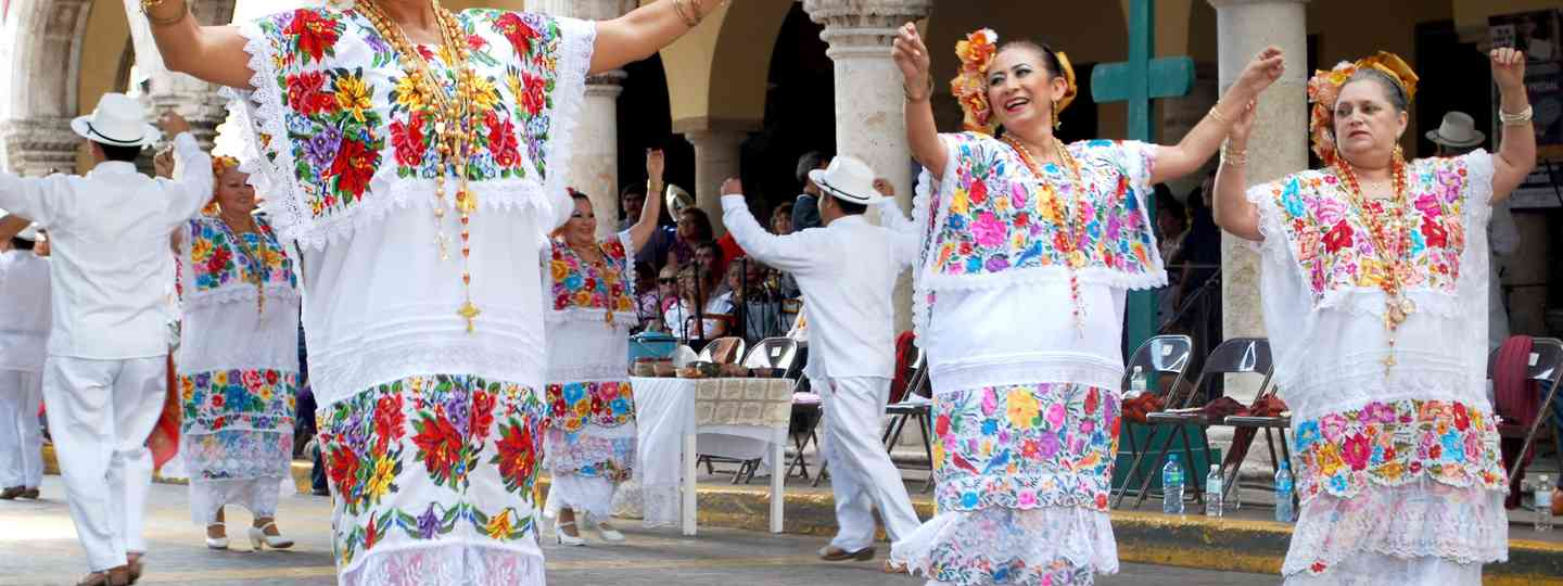 Traditional dancers in Mérida (Dreamstime)