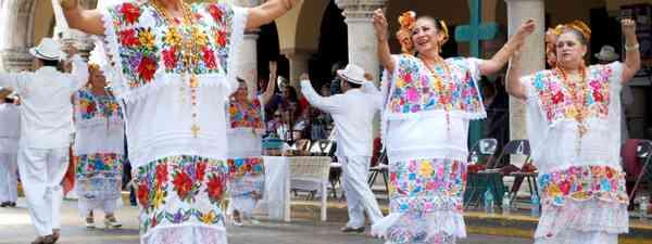 Traditional dancers in Mérida (Dreamstime)