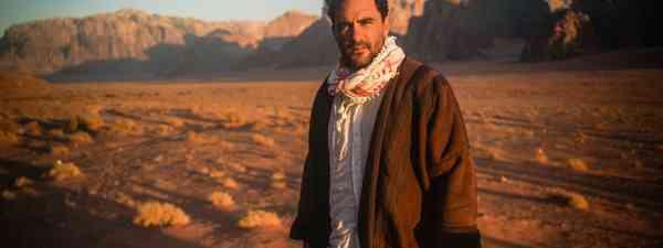 Levison Wood in the desert (Simon Buxton)