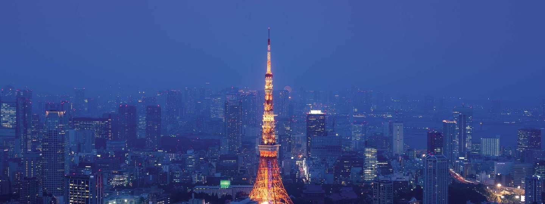 Tokyo Tower glows in Japan (Lukasz Palka)