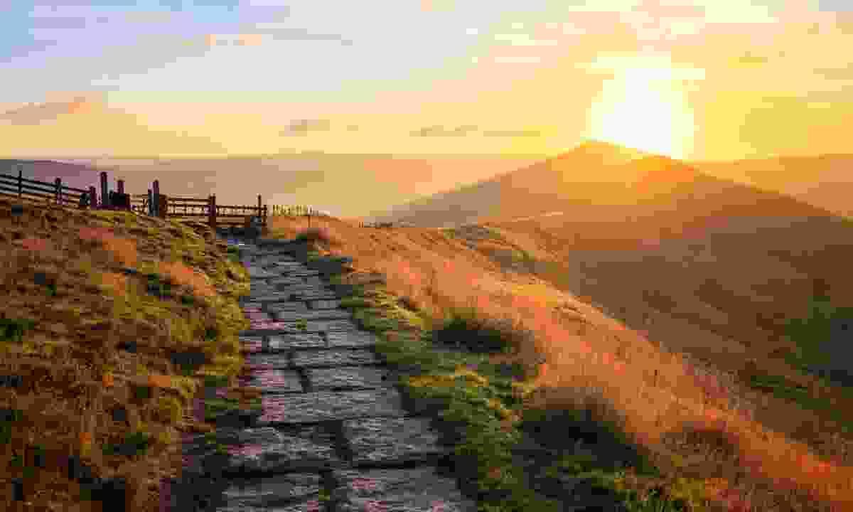 Sunrise over Mam Tor in Peak District (Shutterstock)