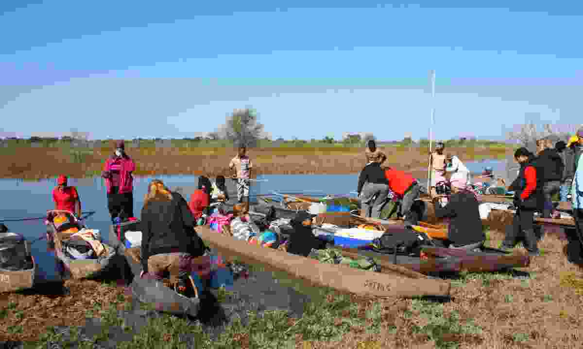 Tourists with canoes,  Okavango Delta, Botswana (Dreamstime)