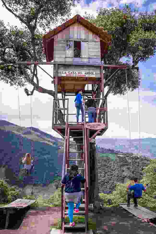 People enjoying the swings at the Treehouse near Baños (Dreamstime)