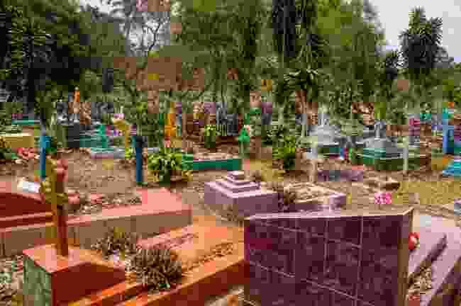 El Salvador graveyard (Shutterstock)