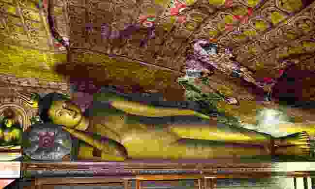 Reclining Buddha in Sri Lanka's Dambulla Cave Temple (Dreamstime)