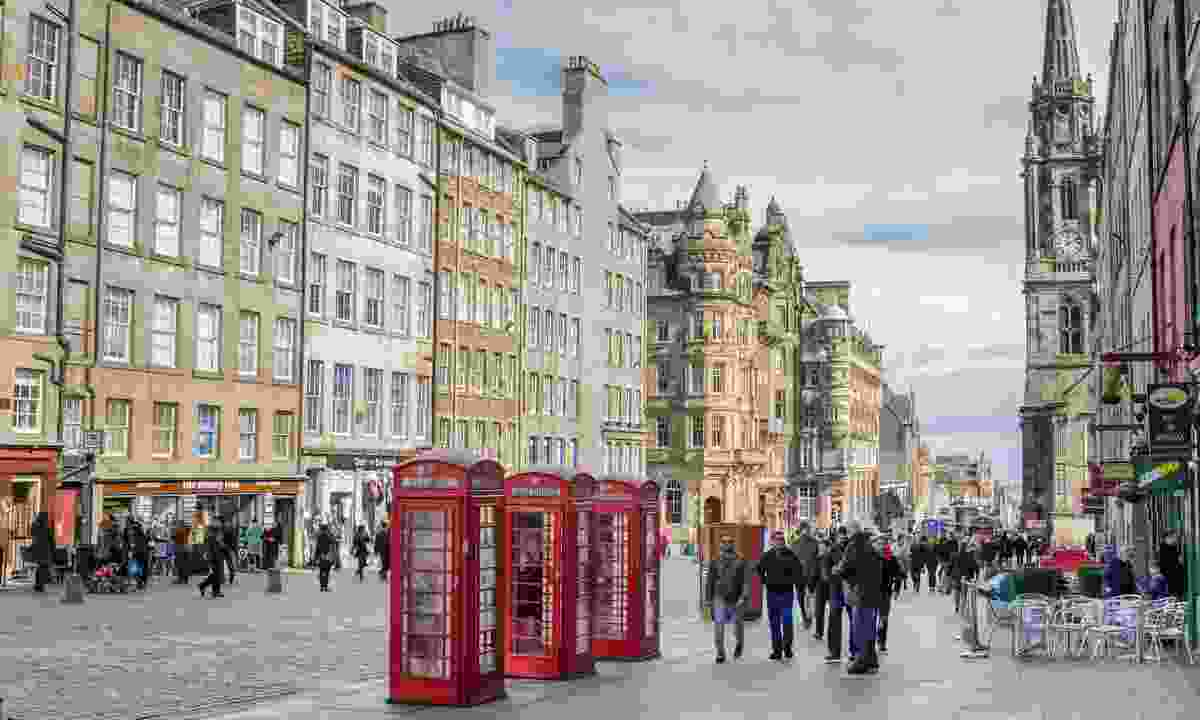 Strolling along the Royal Mile (Dreamstime)