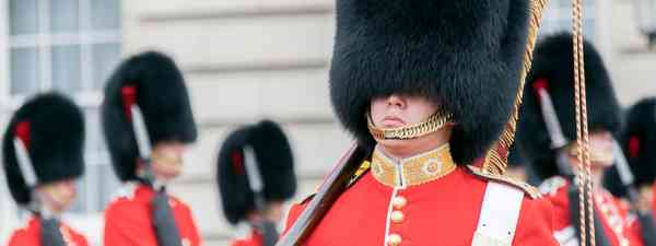 Guards at Buckingham Palace (Shutterstock)