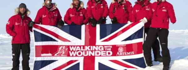 Simon Daglish (centre) with the team at the North Pole (Jon Haldorsen)