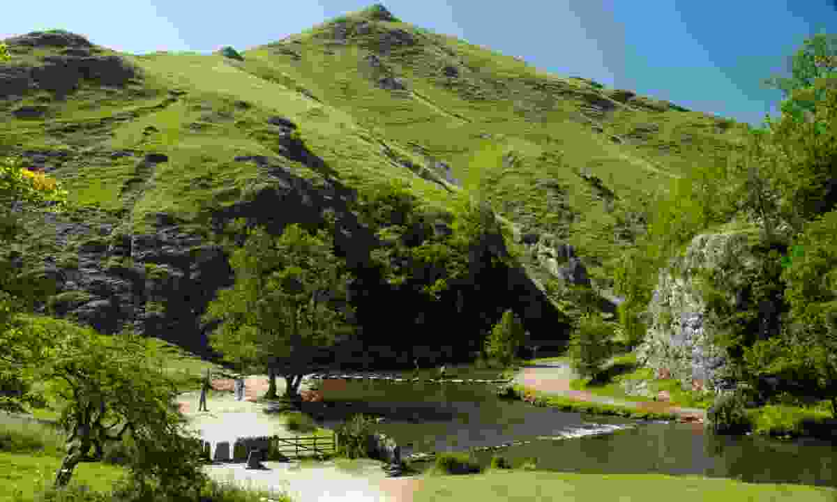Stepping stones at Dovedale (Visit Peak District & Derbyshire)