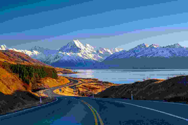 Winding road along Lake Pukaki to Mount Cook National Park (Shutterstock)