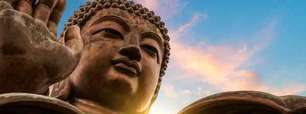 Tian Tan Buddha (Dreamstime)
