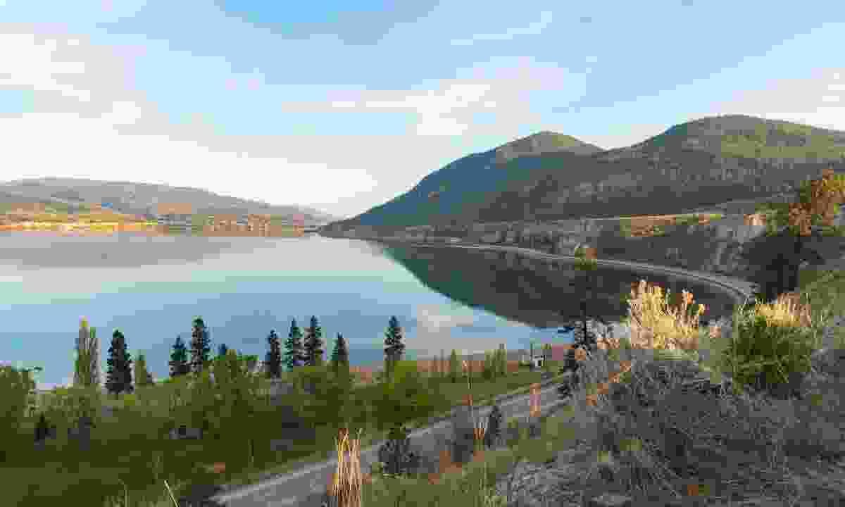 Route 97 winding around Okanagan Lake (Shutterstock)