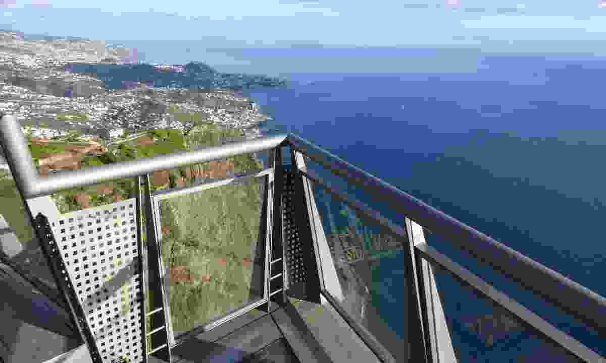 Dare to look down on Cabo Girão Skywalk (Shutterstock)
