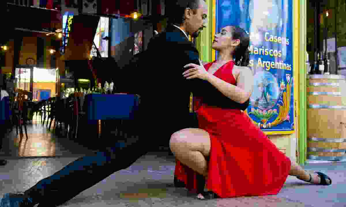 Couple dancing tango in the street in Buenos Aires (Dreamstime)