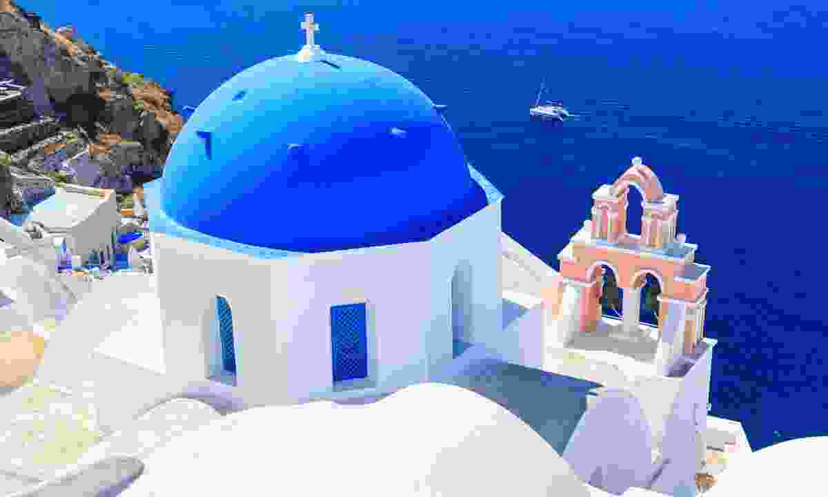Oia church, with its cupola painted blue, Santorini (Shutterstock)